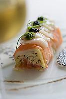 Europe/France/Bretagne/56/Morbihan/Kermario,Carnac:   Ballotine de  saumon fumé aux poireaux  avec farce de crabe,Recette de Pierre Michaud restaurant la Côte
