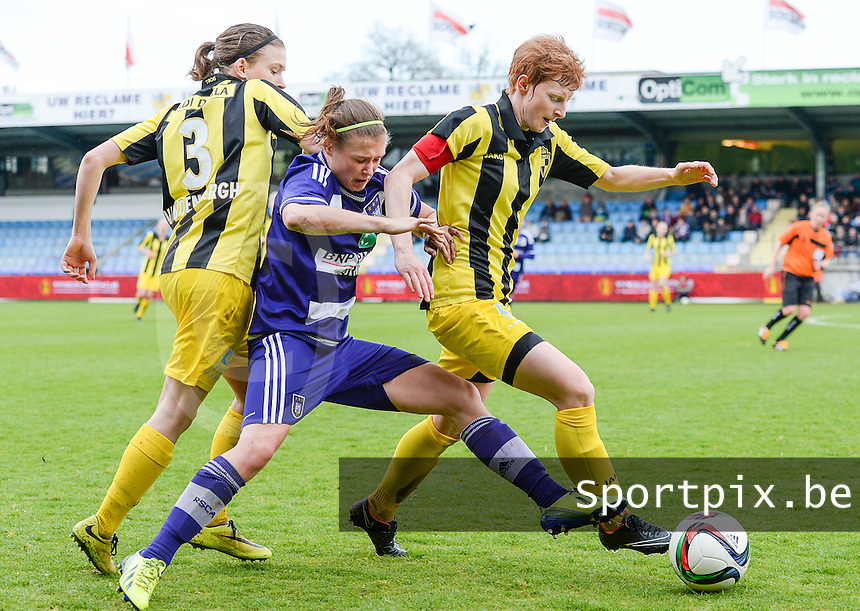 20160417 - WESTERLO , BELGIUM : Anderlecht's Anaelle Wiard pictured in a duel with Lierse's Tinne Van Den Bergh (left) and Lien Mermans (right) during the final of Belgian cup 2016 , a soccer women game between SK Lierse Dames and RSC Anderlecht  , in stadion Het Kuipje Westerlo , sunday 17 th April 2016 . PHOTO SPORTPIX.BE / DAVID CATRY