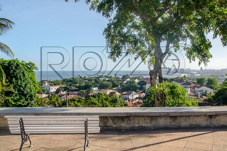 Vista da cidade histórica e cidade do Recife ao fundo, Olinda - PE, 12/2012.