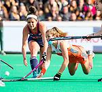 ROTTERDAM -Xan de Waard (Ned) met Linnea Gonzales (USA)  en Ali Froede (USA)    tijdens de Pro League hockeywedstrijd dames, Nederland-USA  (7-1) .   COPYRIGHT  KOEN SUYK