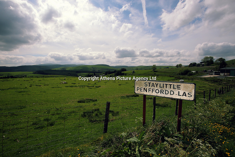 The village sign of Staylittle (Penffordd-Las in welsh)