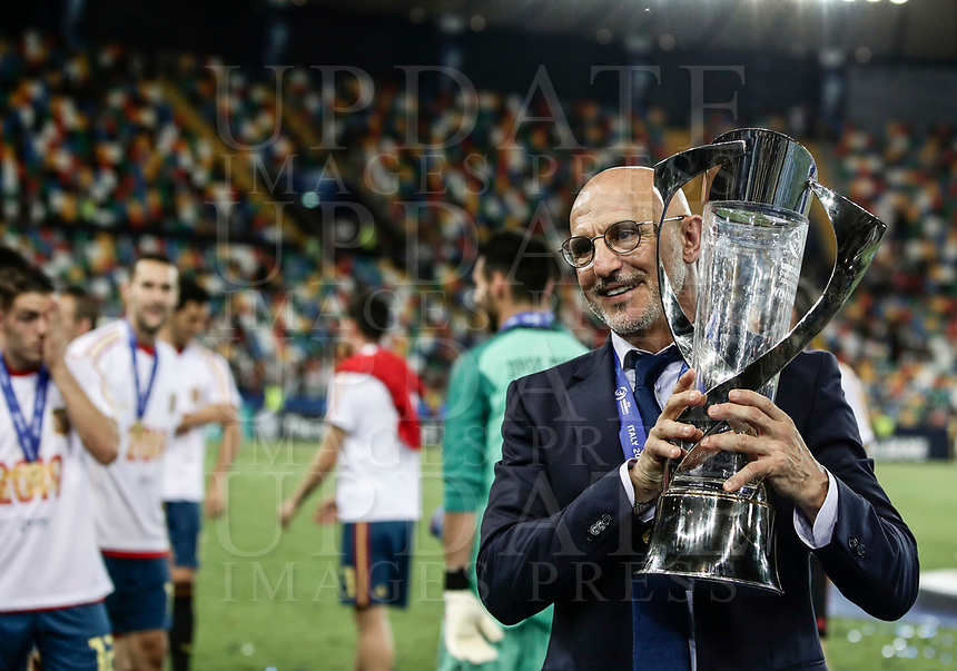 Spain's coach Luis de la Fuente holds the trophy at the end of the Uefa Under 21 Championship 2019 football final match between Spain and Germany at Udine's Friuli stadium, Italy, June 30, 2019. Spain won 2-1.<br /> UPDATE IMAGES PRESS/Isabella Bonotto
