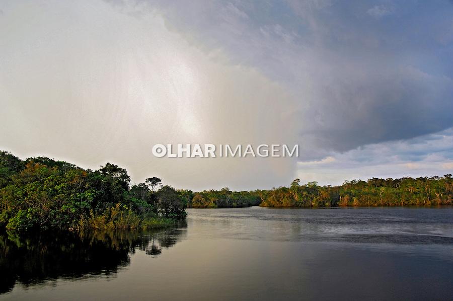 Tempestade em formação no Rio Aracá. Amazonas. 2008. Foto de Zig Koch.