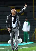 BOGOTA - COLOMBIA - 01 - 03 - 2018: Alfredo Arias, técnico de Emelec (ECU), durante partido entre Independiente Santa Fe (COL) y Emelec (ECU), de la fase de grupos, grupo 4, fecha 1 de la Copa Conmebol Libertadores 2018, jugado en el estadio Nemesio Camacho El Campin de la ciudad de Bogota. / Alfredo Arias, coach of Emelec (ECU), during a match between Independiente Santa Fe (COL) and Emelec (ECU), of the group stage, group 4, 1st date for the Conmebol Copa Libertadores 2018 at the Nemesio Camacho El Campin Stadium in Bogota city. Photo: VizzorImage  / Luis Ramirez / Staff.
