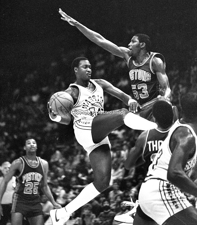 Golden State Warriors Purvis Short goes against Detroit Pistons Cliff Levingston (1983 photo/Ron Riesterer)