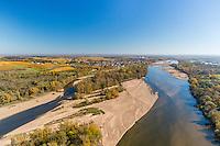 France, Nièvre (58), Pouilly-sur-Loire, le village, l'île de Malaga sur la Loire et le vignoble en automne (vue aérienne) // France, Nievre, Pouilly sur Loire, the village, the island of Malaga on the Loire and the vineyards in autumn (aerial view)