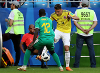 SAMARA - RUSIA, 28-06-2018: Youssouf SABALY (Izq) jugador de Senegal disputa el balón con Santiago ARIAS (Der) jugador de Colombia durante partido de la primera fase, Grupo H, por la Copa Mundial de la FIFA Rusia 2018 jugado en el estadio Samara Arena en Samara, Rusia. / Youssouf SABALY (L) player of Senegal fights the ball with Santiago ARIAS (R) player of Colombia during match of the first phase, Group H, for the FIFA World Cup Russia 2018 played at Samara Arena stadium in Samara, Russia. Photo: VizzorImage / Julian Medina / Cont