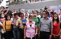 MEDELLIN -COLOMBIA-13-AGOSTO-2014. Un grupo de periodistas de distintos medios de comunicacon de Antioquia , protestan en rechazo por la muerte del periodista Luis Carlos Cervantes asesinado en la tarde del dia martes en el municipoi de Taraza, este periodista recibio muchas amenazas de grupos armados .<br /> Las autoridades han ofrecido una recompensa de 20 millones de pesos por informacion que conduzca al esclarecimiento del asesinato del periodista Luis Carlos Cervantes,<br /> El homicidio ha generado polemica por causa del retiro de su esquema de seguridad hace dos semanas, luego de que los distintos organismos que tienen que ver con el analisis de riesgo, determinaran que el nivel de peligro del periodista era bajo.  ./  A group of journalists from different media of Antioquia, protesting rejection of the death of journalist Luis Carlos Cervantes killed late Tuesday in the day the town of Taraza, this reporter received many threats from armed groups. <br /> Authorities have offered a reward of 20 million pesos for information leading to the clarification of the murder of journalist Luis Carlos Cervantes, <br /> The killing has generated controversy because of the withdrawal of his security two weeks ago, after the various agencies that deal with risk analysis, determine the level of risk of the journalist was low. Photo:VizzorImage / Luis Rios / Stringer