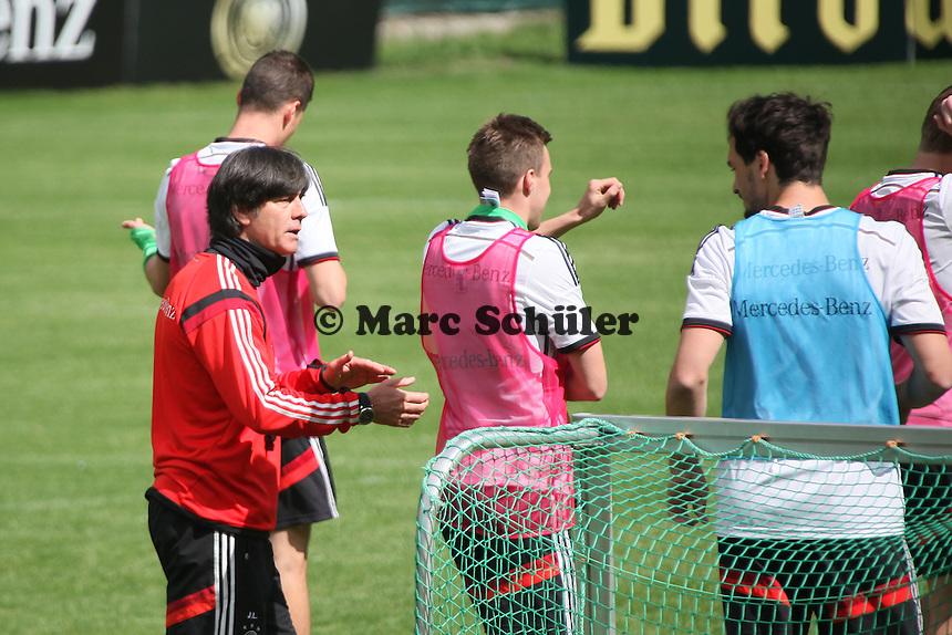 Bundestrainer Joachim Löw gibt Anweisungen - Training der Deutschen Nationalmannschaft  zur WM-Vorbereitung in St. Martin