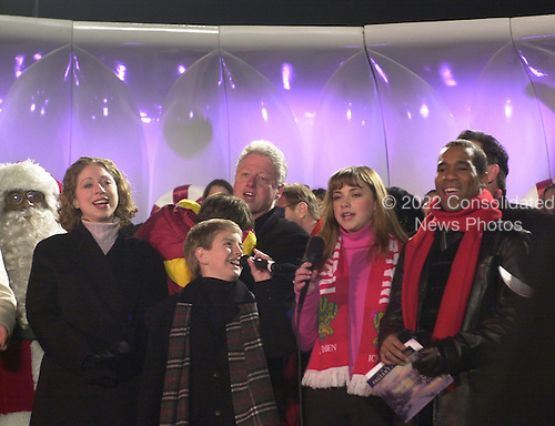 "Washington, DC - December 11, 2000 -- U.S. President Bill Clinton sings Christmas Carols following the lighting of the National Christmas Tree.  (L-R) Al Roker (Santa),  Chelsea Clinton, Billy Gilman, President Clinton, Charlotte Church, and a cast member from the musical ""Fosse""..Credit: Ron Sachs / CNP"