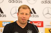 U20 Nationaltrainer Frank Kramer - 29.05.2018: Pressekonferenz der Deutschen Nationalmannschaft zur WM-Vorbereitung in der Sportzone Rungg in Eppan/Südtirol