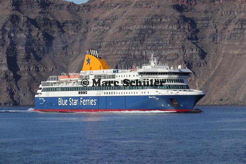 Blue Star Ferries vor Santorin - 22.11.2017: Santorin mit der Costa Deliziosa