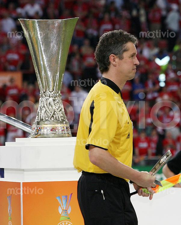 Fussball International  UEFA-Cup Finale  Saison 2005/2006 FC Middlesbrough - FC Sevilla 4:0        Schiedsrichter Assistend Volker WEZEL