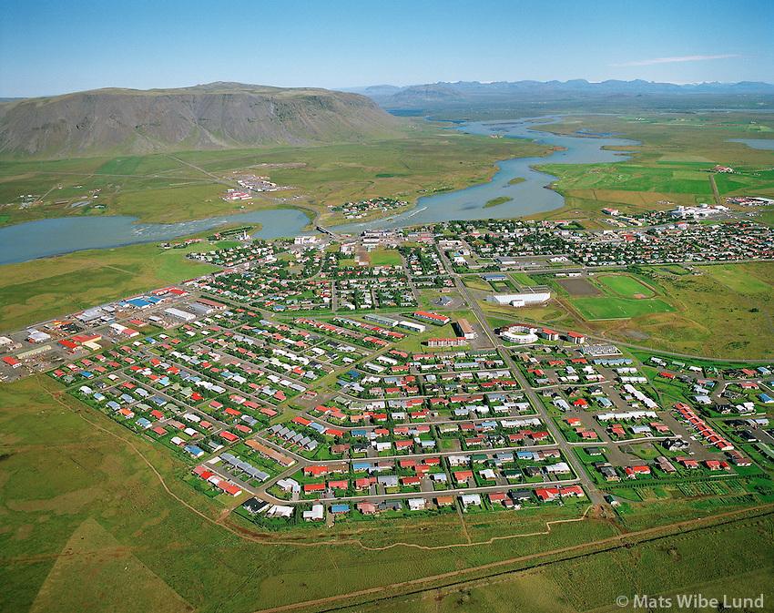 Selfoss séð til norðurs, Ölfusá i miðju mynd. loftmynd. / Selfoss, aerial..Árborg frá 1998 / Arborg since 1998.