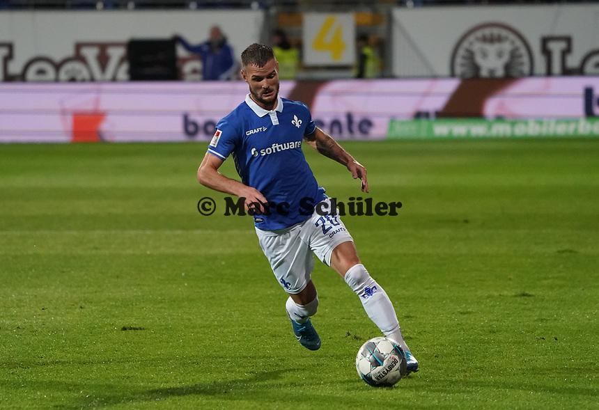 Marcel Heller (SV Darmstadt 98) - 04.10.2019: SV Darmstadt 98 vs. Karlsruher SC, Stadion am Boellenfalltor, 2. Bundesliga<br /> <br /> DISCLAIMER: <br /> DFL regulations prohibit any use of photographs as image sequences and/or quasi-video.