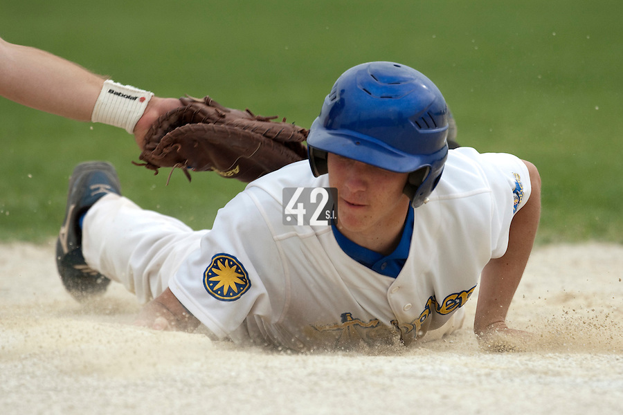 22 May 2009: Steven Vesque slides back safely to first base during the 2009 challenge de France, a tournament with the best French baseball teams - all eight elite league clubs - to determine a spot in the European Cup next year, at Montpellier, France.