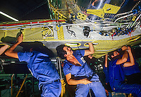 Fabricação de aviões Embraer, São José dos Campos. São Paulo. 1987. Foto de Juca Martins.
