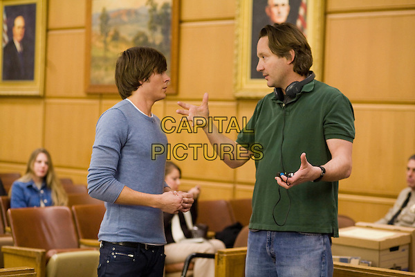 ZAC EFRON & BURR STEERS (director) on the set of 17 Again.*Filmstill - Editorial Use Only*.CAP/FB.Supplied by Capital Pictures.