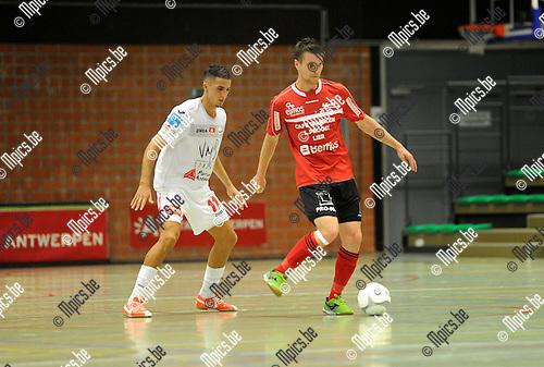 2013-10-04 / Futsal / seizoen 2013-2014 / Antwerpen - Lier / Aziz Hitou met Jeroen Hakkens (r. Lier)<br /><br />Foto: Mpics.be