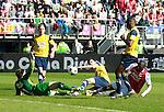 Nederland, Alkmaar, 25 maart 2012.Eredivisie.Seizoen 2011-2012.AZ-RKC Waalwijk (1-0).Jozy Altidore (r.) van AZ faalt weer voor keeper Jeroen Zoet, keeper (doelman) van RKC