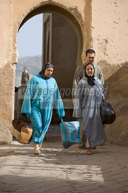 Afrique/Afrique du Nord/Maroc/Fèz: femmes passant par la petite porte de la médina