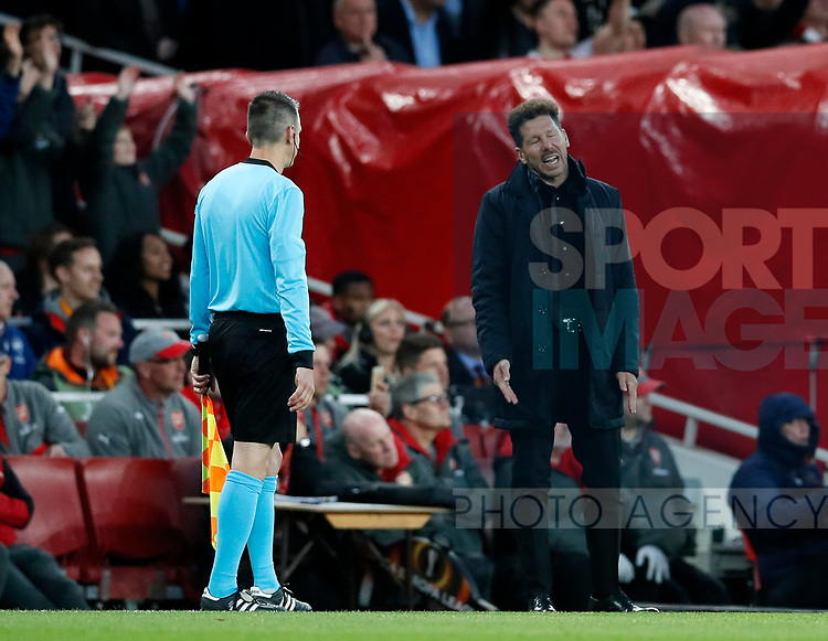 Atletico's Diego Simeone looks on dejected during the Europa League Semi Final 1st Leg, match at the Emirates Stadium, London. Picture date: 26th April 2018. Picture credit should read: David Klein/Sportimage