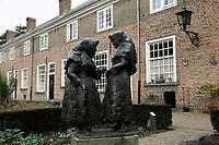 Nederland  Breda  2016. Twee begijntjes in het Begijnhof.  Foto Berlinda van Dam / Hollandse Hoogte