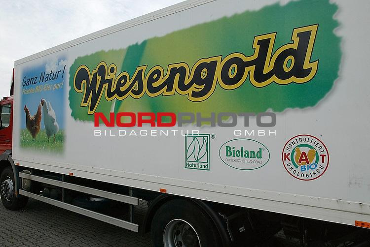 Pflanzengift in &divide;ko-Weizen<br /> Ein neuer groŖer Lebensmittelskandal erschŁttert Deutschland: Etwa 150 GeflŁgelbetriebe in sechs Bundesl&scaron;ndern haben 100 Tonnen verseuchtes &divide;ko-Getreide verfŁttert, das die SŁdoldenburgische Genossenschaft ĄGS Agri eGď in Schneiderkrug ( Landkreis Clopenburg ) in Verkehr brachte. Und das, obwohl GS Agri und die anderen als Betriebe ihre Erzeugnisse als &divide;ko-Produkte verkaufen. Das Futter wurde u.a. von Wiesen-Gold in Twistringen ( Landkreis Diepholz - Foto vom Betriebsgeb&scaron;ude ) und in Mecklingburg Vorpommern von der GS Agri gekauft.<br /> <br /> Foto &copy; nordphoto<br /> <br /> <br /> <br /> <br />  *** Local Caption *** Foto ist honorarpflichtig! zzgl. gesetzl. MwSt.<br />  Belegexemplar erforderlich<br /> Adresse: nordphoto<br /> Georg-Reinke-Strasse 1<br /> 49377 Vechta