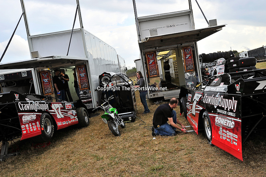 Feb 07, 2011; 4:14:13 PM; Gibsonton, FL., USA; The Lucas Oil Dirt Late Model Racing Series running The 35th annual Dart WinterNationals at East Bay Raceway Park.  Mandatory Credit: (thesportswire.net)