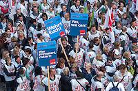 Warnstreik der in der Dienstleistungsgewerkschaft ver.di organisierten Mitarbeiter der Krankenkasse BARMER GEK am Dienstag den 22. April 2014.<br />Mit einer Demonstration zogen 6-700 Mitarbeiter der BARMER GEK vom Hautpsitz der Gewerkschaft ver.di durch Berlin. ver.di fordert in der aktuellen Tarifverhandlung fuer die Beschaeftigten der BARMER GEK Entgelterhoehungen von 5,2 Prozent, die Arbeitgeberseite hatte zuletzt 2,5 Prozent angeboten, von denen lt. ver.di umgerechnet auf die Laufzeit des Tarifvertrages nur 1,67 Prozent fuer die Arbeitnehmer uebrig bleiben.<br />22.4.2014, Berlin<br />Copyright: Christian-Ditsch.de<br />[Inhaltsveraendernde Manipulation des Fotos nur nach ausdruecklicher Genehmigung des Fotografen. Vereinbarungen ueber Abtretung von Persoenlichkeitsrechten/Model Release der abgebildeten Person/Personen liegen nicht vor. NO MODEL RELEASE! Don't publish without copyright Christian-Ditsch.de, Veroeffentlichung nur mit Fotografennennung, sowie gegen Honorar, MwSt. und Beleg. Konto: I N G - D i B a, IBAN DE58500105175400192269, BIC INGDDEFFXXX, Kontakt: post@christian-ditsch.de]