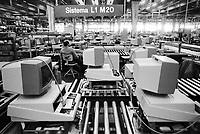 - Olivetti plant in Ivrea, production of personal computers (1984)....- stabilimento Olivetti di Ivrea, produzione di personal computers (1984)