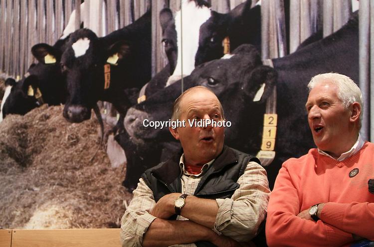 Foto: VidiPhoto..DEN BOSCH – Duizenden boeren en toeleveranciers bezoeken tot en met vrijdag de Landbouw Vakbeurs in de Brabanthallen in Den Bosch. De vakbeurs duurt tot en met 14 oktober en telt ruim 200 stands, verdeeld over drie hallen in de Brabanthallen. Bezoekers zijn voornamelijk veehouders, toeleveranciers en afnemers. Naar verwachting zullen zo'n 30.000 mensen de kassa's van de beurs passeren..