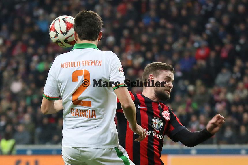 Santiago Garcia (Werder) gegen Marc Stendera (Eintracht) - Eintracht Frankfurt vs. SV Werder Bremen, Commerzbank Arena