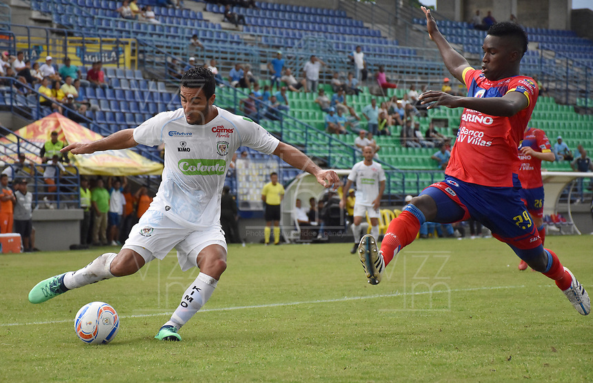 MONTERÍA - COLOMBIA, 30-09-2018:Juan Vogliotti (Izq.) jugador de Jaguares de Córdoba disputa el balón con Jose Ortiz (Der.) jugador del Deportivo Pasto durante partido por la fecha 12 de la Liga Águila II 2018 jugado en el estadio Municipal Jaraguay de Montería . / Juan Vogliotti (L) player of Jaguares of Cordoba fights for the ball with Jose Ortiz (R) the match for the date 12 of the Liga Aguila II 2018 played at Municipal Jaraguay Satdium in Monteria City . Photo: VizzorImage /Andrés Felipe López  / Contribuidor.