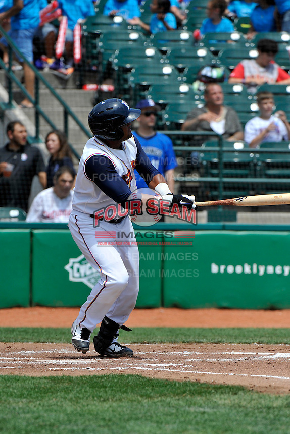 Brooklyn Cyclones catcher Nelfi Zapata (17) during game against the Williamsport Crosscutters at MCU Park on August 3, 2011 in Brooklyn, NY.  Brooklyn defeated Williamsport 3-2.  Tomasso DeRosa/Four Seam Images