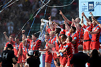 Brad Barritt and Owen Farrell of Saracens lift the Gallagher Premiership trophy in celebration. Gallagher Premiership Final, between Exeter Chiefs and Saracens on June 1, 2019 at Twickenham Stadium in London, England. Photo by: Patrick Khachfe / JMP