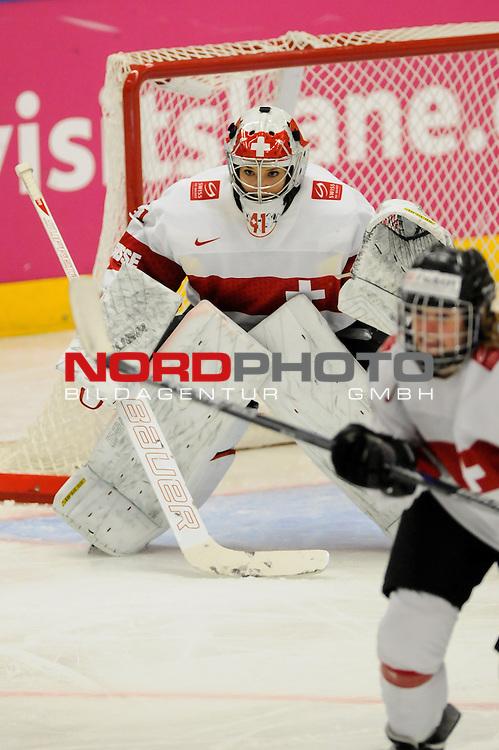 28.03.2015, Rosengards Ishall, Malm&ouml; , SWE, IIHF Eishockey Frauen WM 2015, Deutschland (GER) vs Schweiz (SUI), im Bild Florence SCHELLING (#41, EHC Bulach)<br /> <br /> ***** Attention nur f&uuml;r redaktionelle Berichterstattung *****<br /> <br /> Foto &copy; nordphoto / Hafner