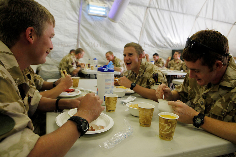 Mcc0018106 . SundayTelegraph..For the Sunday Telegraph.. British soldiers eating breakfast in the mess hall at Camp Bastion, Helmand province .. .Afghanistan 6 November 09