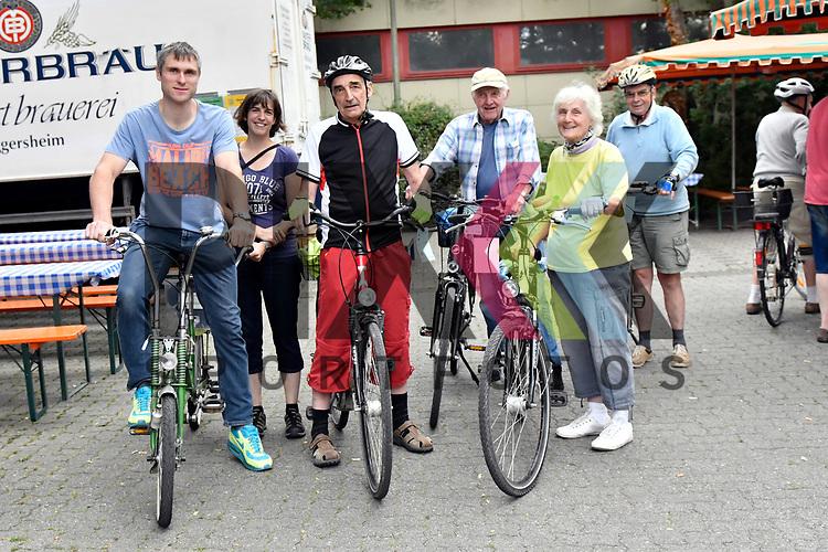 Ludwigsahfen 16.07.17 Volksradfahren RV Oggersheim, Notwende im Bild v.l. Sebastian Mueller (M&uuml;ller), Susanne Mueller (M&uuml;ller), Unbekannter Mann in roter Hose, Werner Schremel, Marianne Schremel und Peter Moeller (Moeller).<br /> <br /> Foto &copy; Ruffler For editorial use only. (Bild ist honorarpflichtig - No Model Release!)