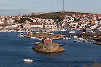 Sweden, Vaestra Goetaland County, Kungshamn: View over town and harbour at Bohuslaen Coast | Schweden, Vaestra Goetalands laen, Kungshamn: Ferienort an der schwedischen Westkueste in der historischen Provinz Bohuslaen