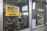 Trezzano sul Naviglio (Milano) - Ri-Maflow, fabbrica recuperata e autogestita dagli ex dipendenti; Pietro nella sua ciclofficina<br /> <br /> Trezzano sul Naviglio (Milan) - Rimaflow, recuperated factory and self-managed by former employees; Pietro in his cycle repair workshop