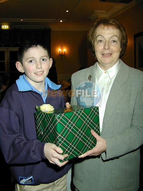 Anthony Mullen making a presentation to Sheila Crehan on behalf of The Boyne Valley Accordian Band on the occasion of her retirement from Slane NS..Picture Paul Mohan Newsfile