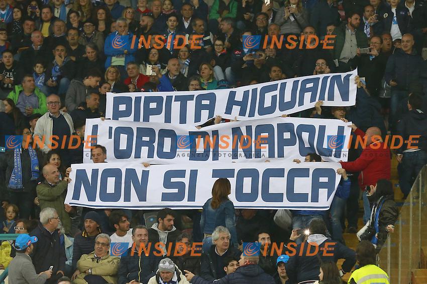 Striscione dei Tifosi del Napoli su Gonzalo Higuain Napoli, banner, fans, supporters  <br /> Napoli 14-05-2016 Stadio San Paolo<br /> Football Calcio Serie A 2015/2016 Napoli - Frosinone<br /> Foto Cesare Purini / Insidefoto
