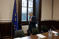 Milano: il sindaco di Milano Giuliano Pisapia arriva in prefettura a Milano per la firma protocollo legalità per gli appalti EXPO.