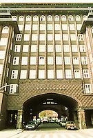 Fritz Hoger: Chilehaus, Hamburg 1923. Side elevation. Photo '87.