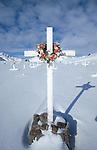 Cimetière de Tassilaq. Groënland (côte Est). Région d'Angmagssalik (Ammasalik ou Tassilaq). Tassilaq cemetery Greenland (East coast).