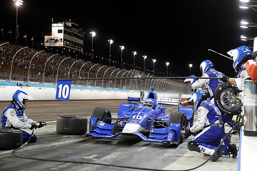 Verizon IndyCar Series<br /> Desert Diamond West Valley Phoenix Grand Prix<br /> Phoenix Raceway, Avondale, AZ USA<br /> Saturday 29 April 2017<br /> Tony Kanaan, Chip Ganassi Racing Teams Honda pit stop<br /> World Copyright: Michael L. Levitt<br /> LAT Images