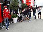 13.07.2017, Silverstone Circuit, Silverstone, FORMULA 1 BRITISH GRAND PRIX 2017, 13.07. - 16.07.2017<br /> , im Bild<br /> Sebastian Vettel (GER#5), Scuderia Ferrari im Gespr&auml;ch mit Auto-Motor und Sport Journalicten Michael Schmidt, dabei werden sie von den Fotografen umlagert<br /> <br /> Foto &copy; nordphoto / Bratic