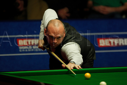 01.05.2015. Sheffield, England. Friday's afternoon session sees Stuart Bingham resume at 7-5 up against Judd Trump in their semi-final at the Betfred World Snooker Championship at the Crucible Theater.