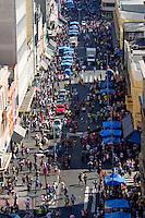 São Paulo, SP 11.10.2014 - 25 de Março - Movimentação de pedestres  na rua 25 na manhã desse sábado, (11). (Foto: Renato Mendes / Brazil Photo Press)
